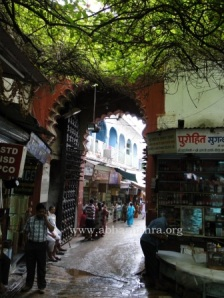 The Lal Darwaza which is shut at night, so no one disturbs Shreeji