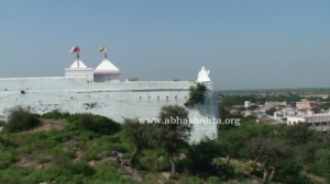 Side view of ShreeNathji Mandir on Govardhan Parvat at Vrindavan Dham