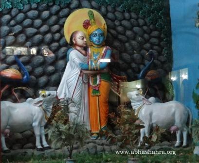 ShreeNathji-Mahaprabhuji pratham mila on Govardhan Parvat. Shreeji had summoned Vallabhacharyaji to come and start His sewa here, also to build His mandir