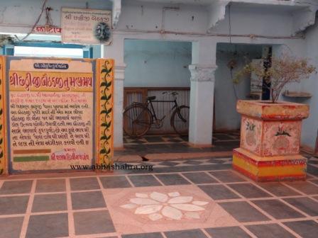 Surrounding of the Baithakji, a lovely Tulsi Pot painted beautifully