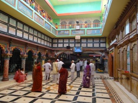 Hall where bhakts can wait for darshans