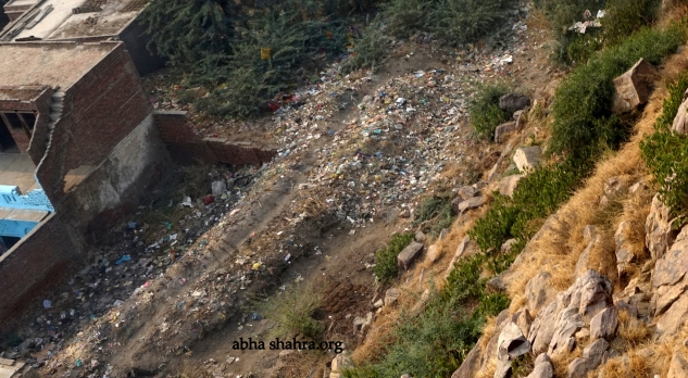 The most sacred parvat, Shri Govardhan is also drowing in plastic. This photo is from the Anyor side of the Girirajji.