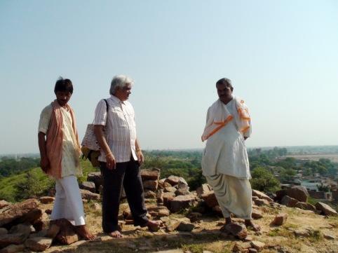 Gurushree Sudhir bhai, Ashokji, on Shri Govardhan at Shreeji's Pargatya sthal