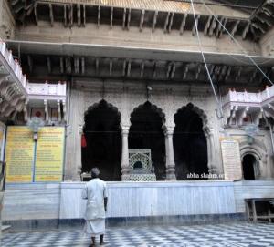 Mandir before the darshans opened